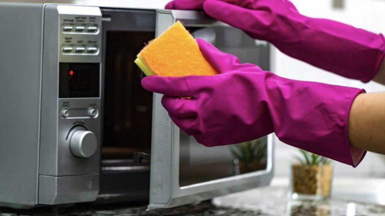 Micro-ondes : comment le nettoyer et enlever lodeur désagréable ?