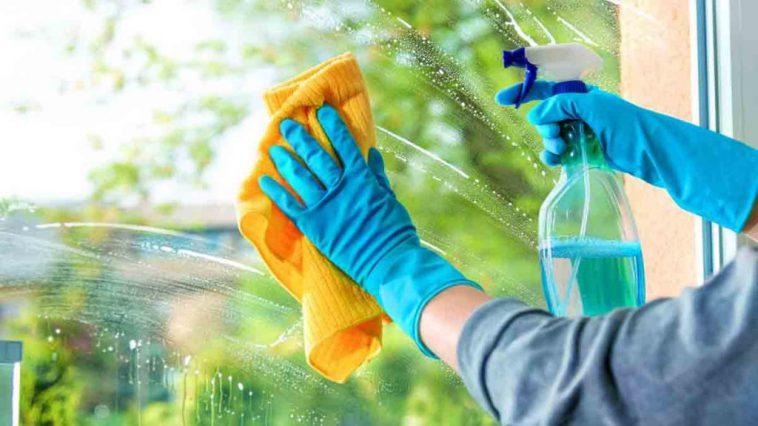 Nettoyage des vitres: ces recettes miracles pour se débarrasser des traces !